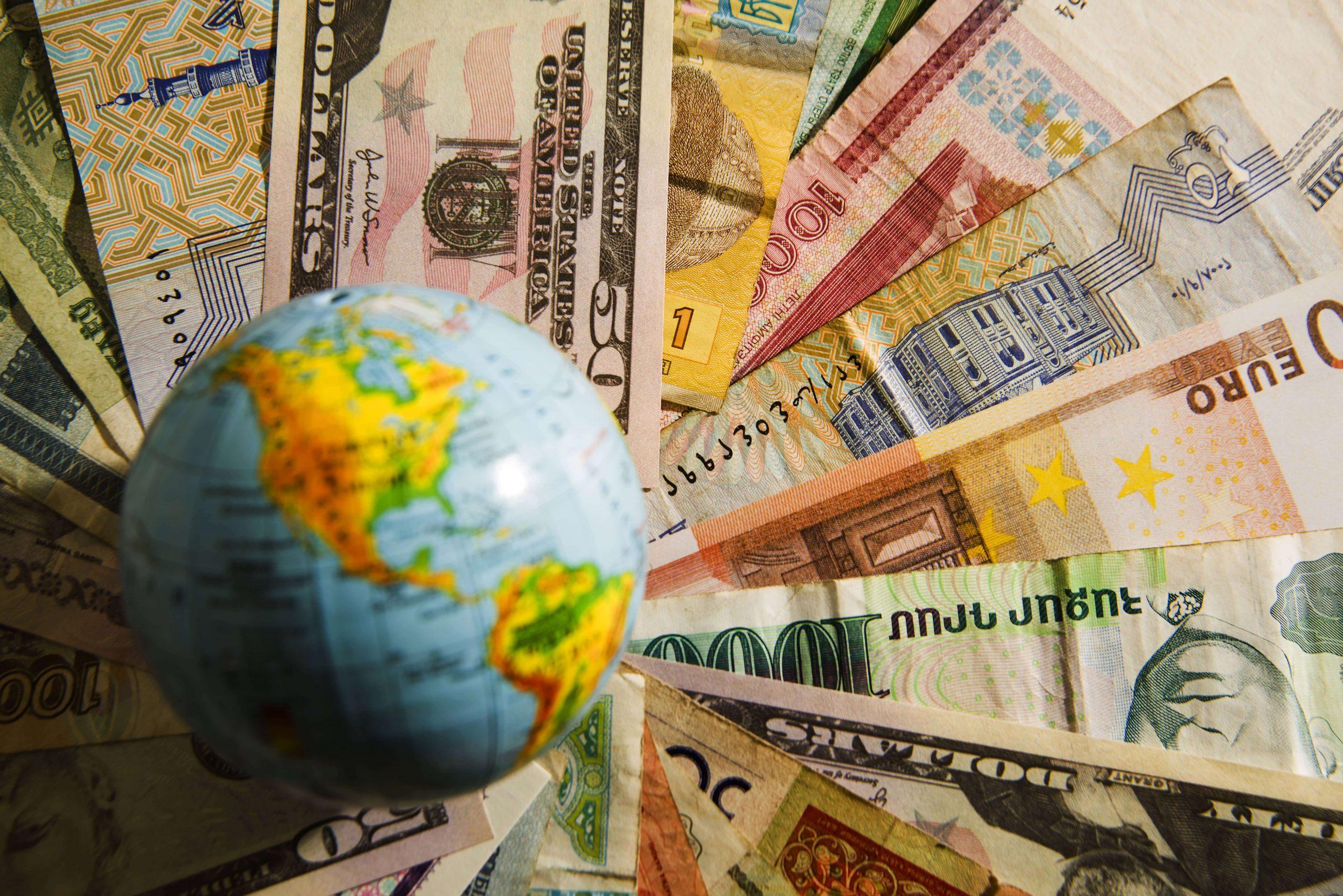 Останется ли рубль стойким к санкциям США по отношению к первичному госдолгу России
